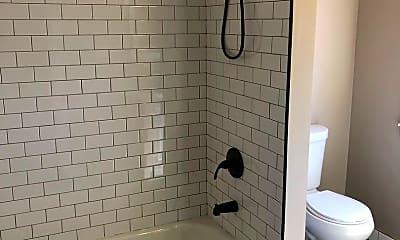 Bathroom, 636 E Ferry St, 1