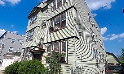 Building, 570 Devon St, 1