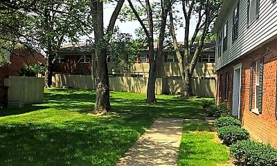 Courtyard, Woods Of Centerville, 2