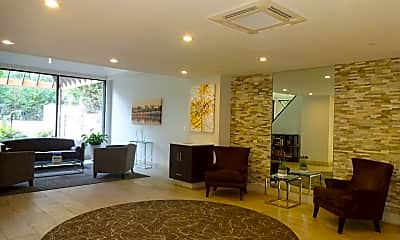 Living Room, 1301 N Courthouse Rd, 1