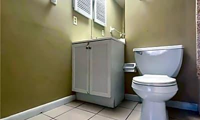 Bathroom, 1017 SE 39th Terrace C, 2