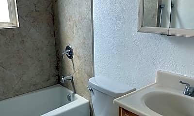 Bathroom, 706 1/2 Triana Pl, 2