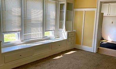 Living Room, 3346 E 134th St, 1