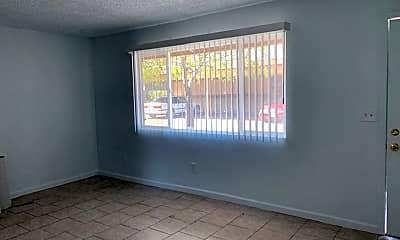 Living Room, 811 Lake Blvd, 1
