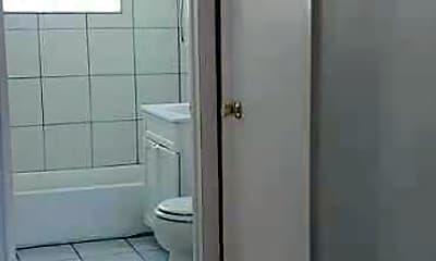 Bathroom, 1122 N Boxwood Dr B, 2