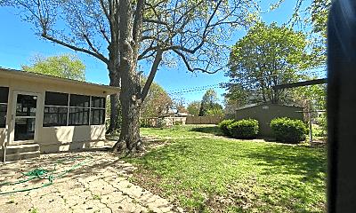 Building, 1054 E Kingsbury St, 2
