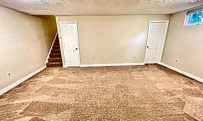 Living Room, 12132 Salemtown Dr, 2