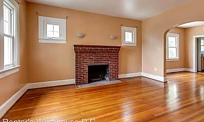 Living Room, 4707 Berwyn Rd, 1