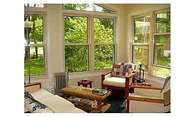 Living Room, 138 Saxon Woods Rd, 2