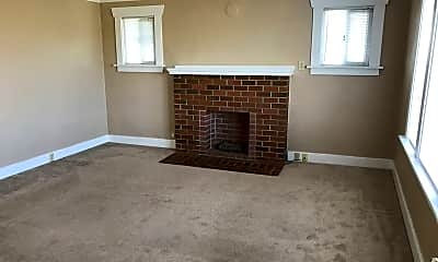 Living Room, 712 Quinn Ave, 2