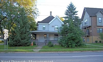 Building, 906 E Burlington St, 1