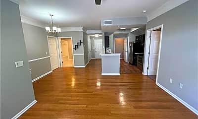 2700 Pine Tree Rd NE 1212, 1
