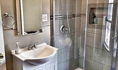 Bathroom, 861 Wisconsin St, 2