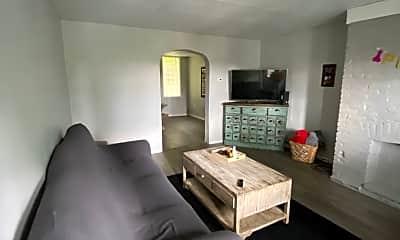 Living Room, 709 Eureka St, 1