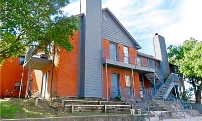 Building, 805 W Walnut St 13, 2