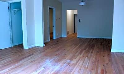 Bedroom, 527 N Marshfield Ave, 1