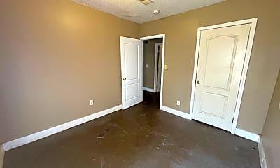 Bedroom, 910 N Hollywood St, 2