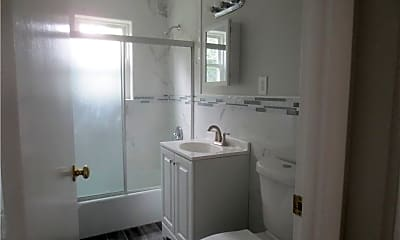 Bathroom, 270 High St B 2, 2