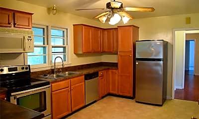 Kitchen, 505 Pocahontas St, 1