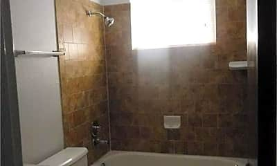 Bathroom, 107 Hollywood Dr, 2