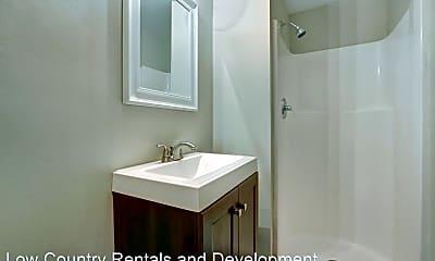 Bathroom, 1602 E Henry St, 2