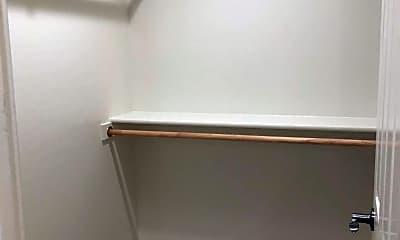 Bedroom, 5880 N Robert Rd, 2
