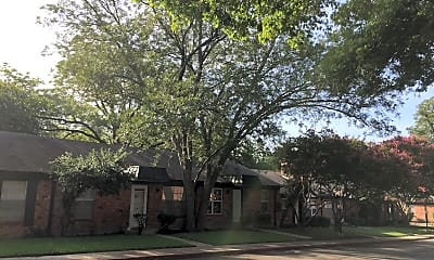 Holly Oaks Apartments & Cottages, 2
