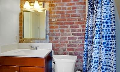 Bathroom, 812 Ursulines Ave C, 2