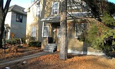Building, 1221 SE 8th St, 1