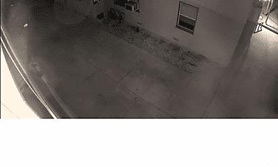 Bathroom, 5976 Guthrie Ave, 2
