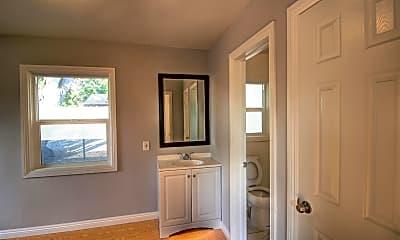 Bathroom, 993 E Central Ave, 2