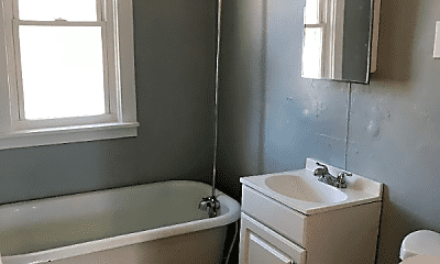 Bathroom, 1301 Thorn St, 2