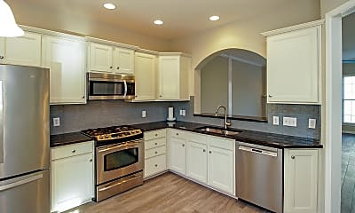 Kitchen, 629 6th Baxter Crossing, 1