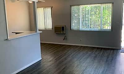 Living Room, 671 1/2 S 1st Ave, 2