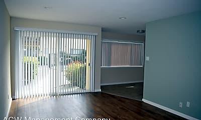 Living Room, 315 E Okeefe St, 0