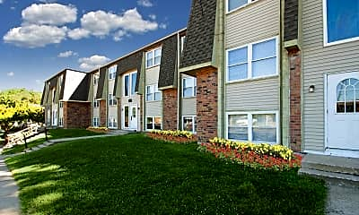 Building, Woodland Trace Apartments, 0