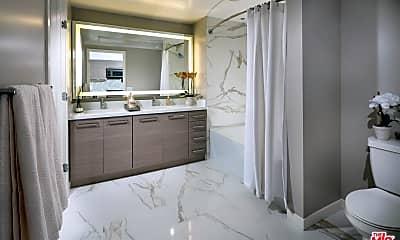 Bathroom, 1318 2nd St 202, 1