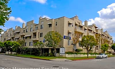 Building, 22044 Clarendon St, 0