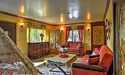 Living Room, 1130 McAndrew Rd, 2
