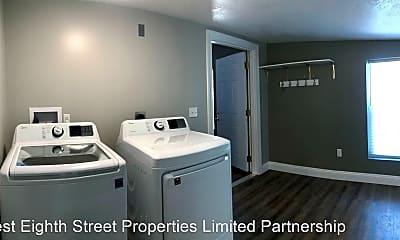 Bathroom, 333 W 3rd St, 2