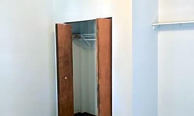 Bedroom, 514 W Cross St, 2