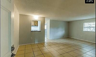 Living Room, 2210 Thonotosassa Rd, 1