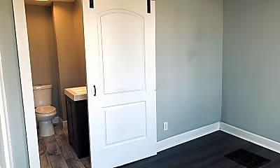 Bedroom, 800 S Esplanade St, 1