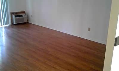 Living Room, 1019 Pomona St W, 1