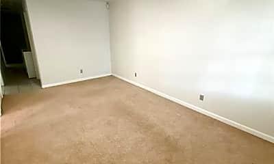 Living Room, 614 E Duffy St, 1