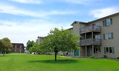 Courtyard, Spring Meadows Apartments, 1
