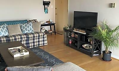 Living Room, 4343 Lee Hwy., 1