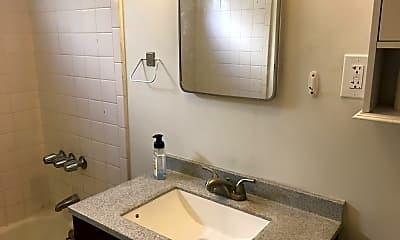 Bathroom, 5056 Maywood Ave, 2