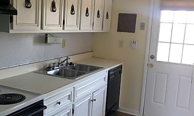 Kitchen, 138 Arlington Dr, 2