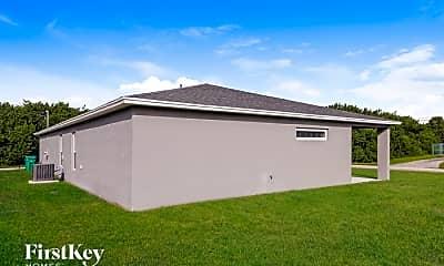 Building, 3911 SW McIntyre St, 2